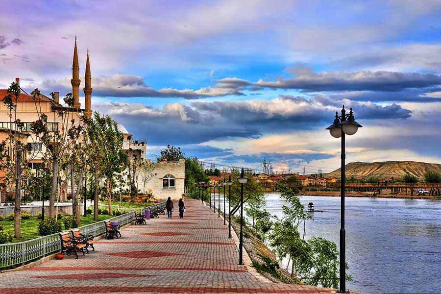 avanos stroll along the river